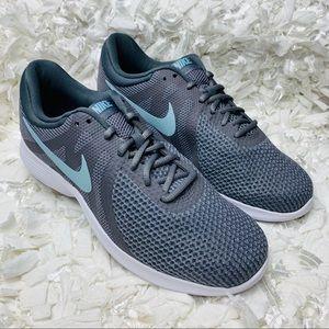 Wmns Nike Revolution Wide Gunsmoke/ Dark Grey
